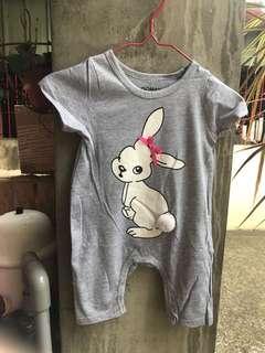 🚚 連身短袖包屁衣-小白兔(3m~18m)