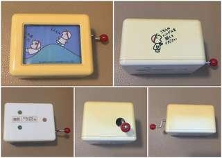 Sanrio Minna No Tabo 大口仔 1987 年 手動音樂盒 (Made in Japan) (運作正常) (** 半部分已經變黃 **) (** 只限北角地鐵站交收 **)