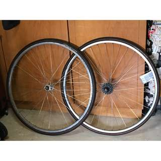 Vintage wheel set 700c with tyres and tube
