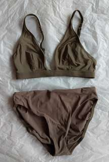 🚚 Calvin Klein 墨綠色無鋼圈內衣/內褲 S