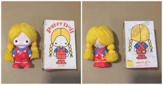 Sanrio Patty 1976 年 人形陶瓷公仔 (Made in Japan) 3.5 吋高 (** 紅色衫顏色部分有裂紋 **) (** 只限北角地鐵站交收 **)