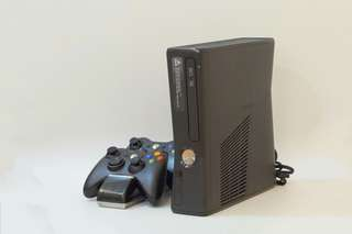 Xbox 360(jailbreak)+500gb external hard disk(full game)+2 controller+battery charger