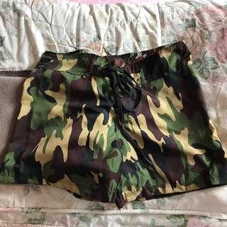 Celana pendek lace army