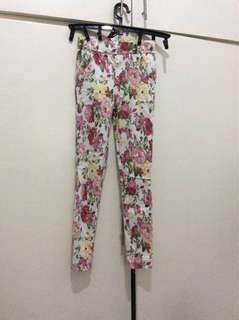 Floral jeggings midwaist (100 for both)