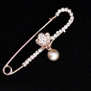 ELEGANT PIN BROOCH