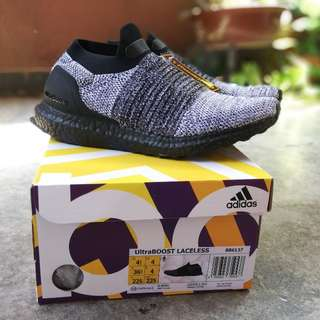 Adidas Ultraboost Laceless - Oreo Black boost
