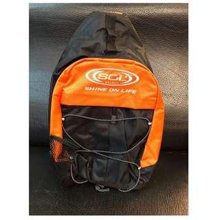 🚚 💥 出清特價💥 SOL 帽袋 單邊 側背 背包 (可放雪帽) - 黑/橘