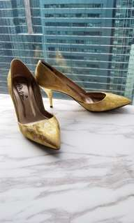 98% new 100% authentic Lanvin gold pumps US8.5 38.5