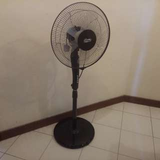 """Non-working 16"""" Stand Fan (Model GY166)"""