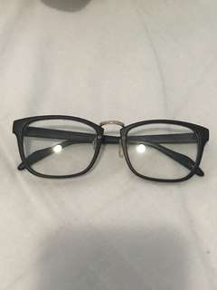 Black eyeglass frame