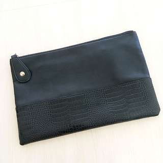 Black made in korea clutch