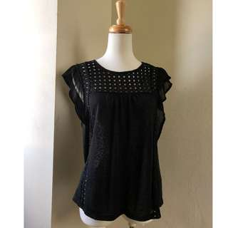 🚚 H&M Black eyelet top