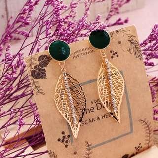 🚚 綠圓樹葉排鑽耳針耳環