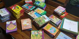 Lots of children books both English and Chinese
