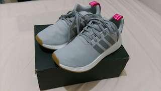 🚚 全新。Adidas NMD R2淺灰色運動鞋/慢跑鞋 39.5號