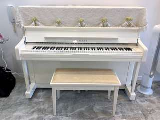 White piano (U1j) by Yamaha