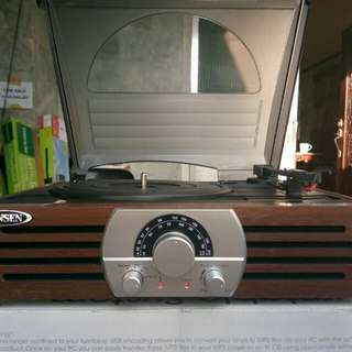3speed stereo Turntable with Am/FM