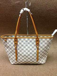LV Nevefull Style with Zipper