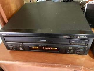 Pioneer CLD- D670 Laser Disc Player (included 5 LD movies)