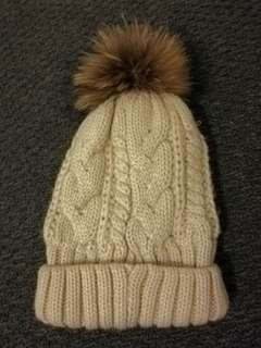 ✅ RRP$35 SHOWPO Fluffy Pom Oatmeal Cable Knit Beanie
