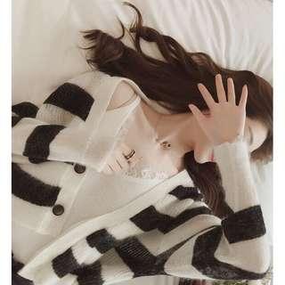 🚚 韓版鉤花蕾絲拼接小可愛 睫毛蕾絲背心 羅紋v領細肩內搭