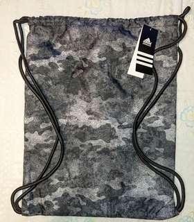 新款Adidas PERFORMANCE 輕型防雨水背包