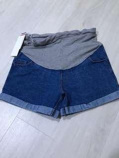 Post Hari Raya promo!Brand new maternity jean shorts (L size)