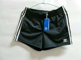 🚚 Adidas og 3tr shorts