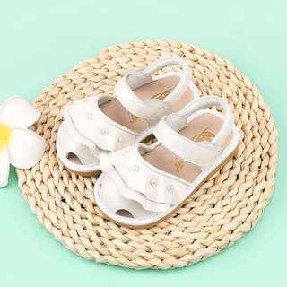 🚚 韓版 春夏新款 女寶真皮珍珠荷葉邊娃娃鞋/涼鞋