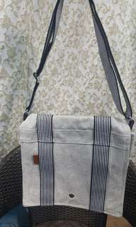 Hermes sling bag good as new authentic quality high end bags