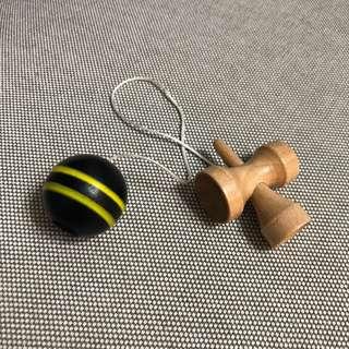 🚚 懷舊童玩。劍球。劍玉。日本傳統。可愛古玩。遊戲。迷你版。扭蛋。木頭。球。接球