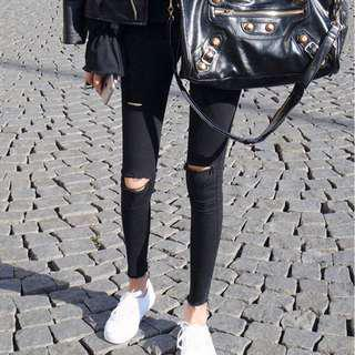 Black colour stretchable ripped jeans