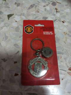 Manchester United Keychain And Pin Badge Set