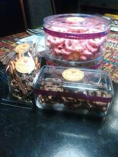 Jom order pretzels.chocolate white dark or strawberry