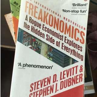 Freakonomics: A Rogue Economist Explores the Hidden Side of Everything (Freakonomics, #1) by Steven D. Levitt,  Stephen J. Dubner