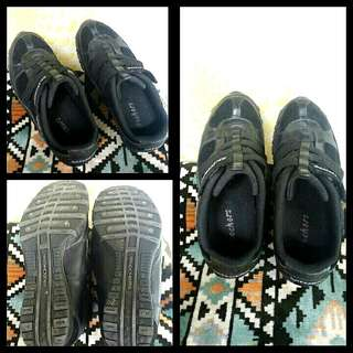 Auth skechers shoes