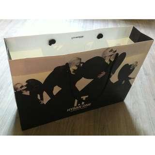 (半價) IT (L) Paper Shopping Gift Bag 紙袋 禮物袋 (Half Price)