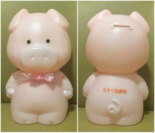 ** 分享 ** 日本 (三井信託銀行 ~ 非賣品) 人形豬仔膠儲金箱 (8 吋高)