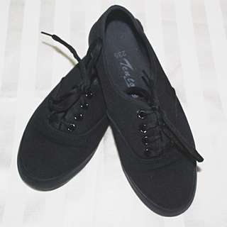 Teens Plain Black Sneakers