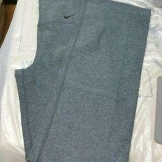 (Size:M)正版Nike運動褲(專門店購買~買完洗乾淨未穿過)