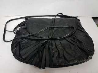 BLACK LEATHER SLING /SHOULDER BAG BY VERDE