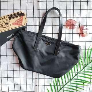 九成新prada手挽袋handbag船袋