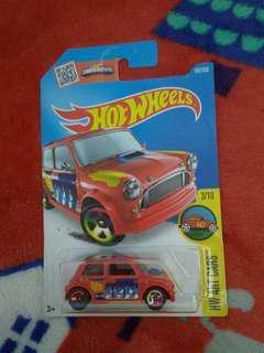 全新 hotwheels Morris mini