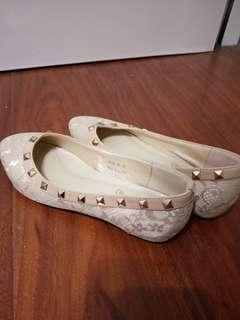 🚚 米色鉚釘蕾絲娃娃鞋
