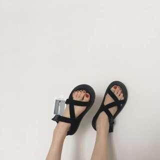 底軟好穿 韓國款超百搭顯白交叉涼鞋