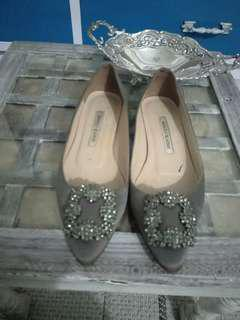 pre love original shoes grey manolo blahnik