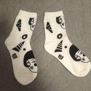 🚚 搞怪女孩 白色中筒襪