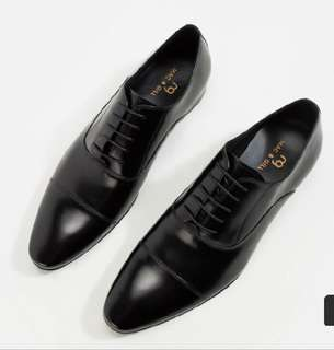 Men's leather shoes in black