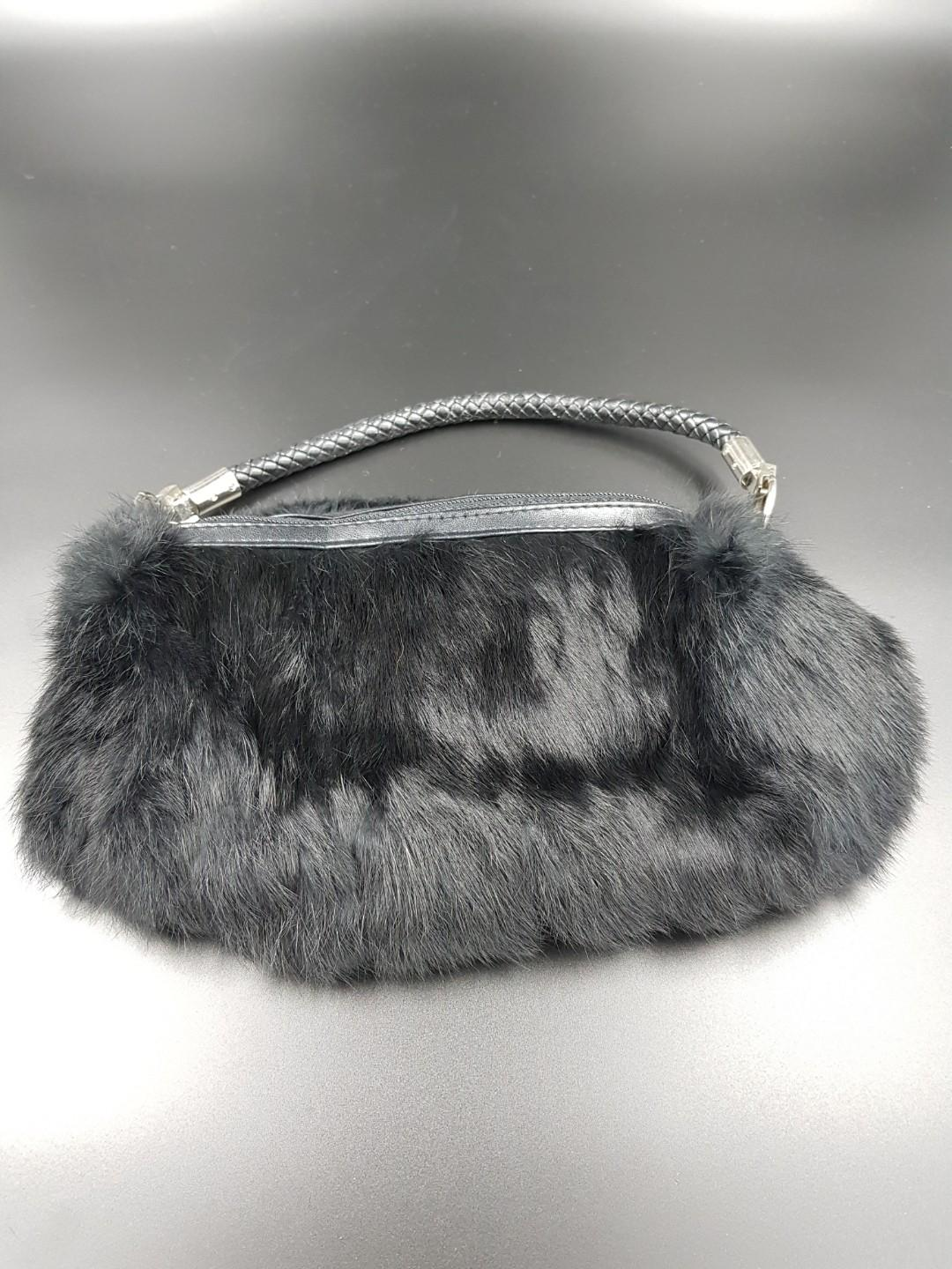Evening Bag in black fur