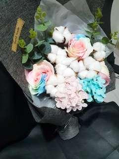 🚚 Goblin luminous cotton rose bouquet